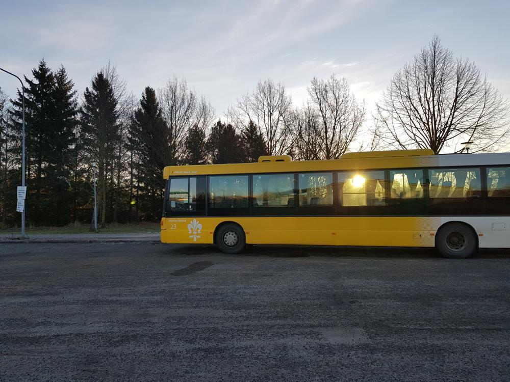 keltainen linja-auto