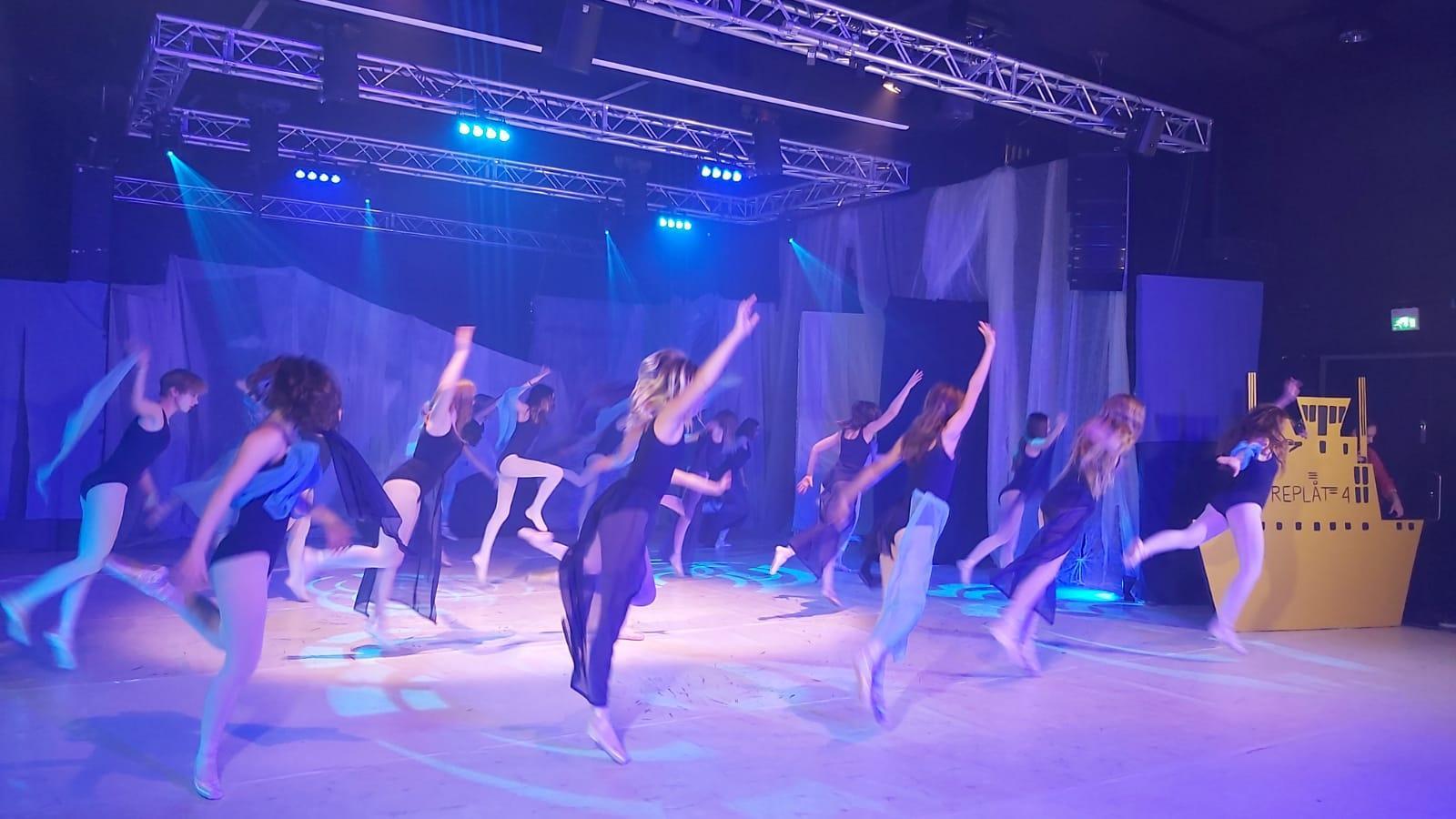 dansare i lila ljus